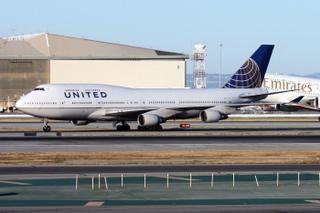United Airlines Boeing 747-422 N180UA