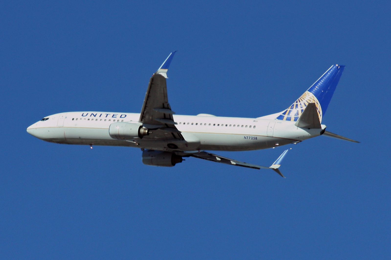 United Airlines Boeing 737-824 N77258