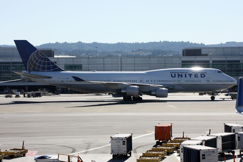 United Airlines Boeing 747-422 N119UA