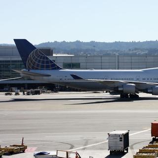 United Airlines Boeing 747-422 N119UA