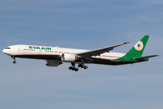 Eva Air_B773_B-16716__LAX_20180113_Approach_sun_MG_3638_Colormailer_Flickr