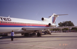 UA Boeing 727 at SJC, August 1994