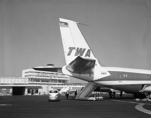 negative: San Francisco International Airport (SFO), Terminal Building and TWA (Trans World Airlines), Boeing 707