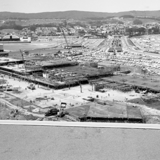 negative: San Francisco International Airport (SFO), parking garage construction
