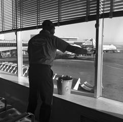 negative: San Francisco International Airport (SFO), custodial staff
