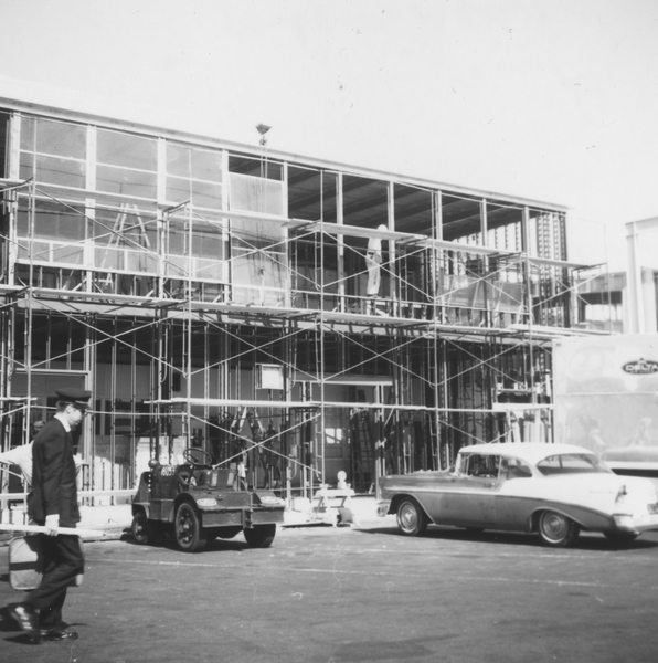 photograph: San Francisco International Airport (SFO), Delta Air Lines building construction