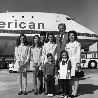 negative: San Francisco International Airport (SFO), American Airlines, inaugural Boeing 747-100 flight to New York