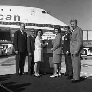 negative: San Francisco International Airport (SFO), American Airlines, inaugural Boeing 747 flight to New York