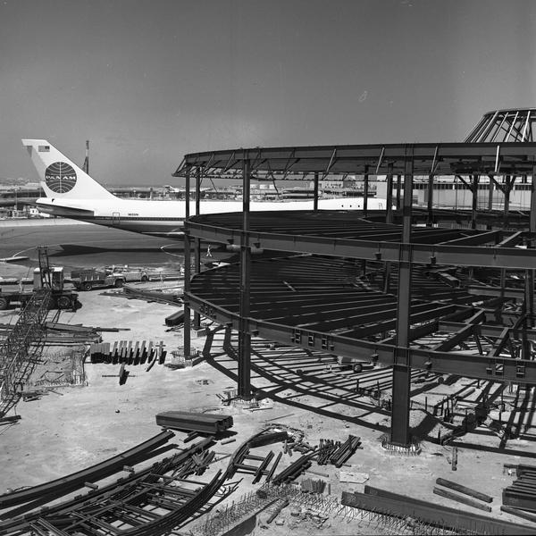 negative: San Francisco International Airport (SFO), South Terminal, Rotunda A construction