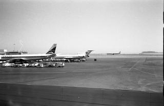 negative: San Francisco International Airport (SFO), airfield