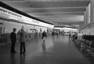 negative: San Francisco International Airport (SFO), terminal interior