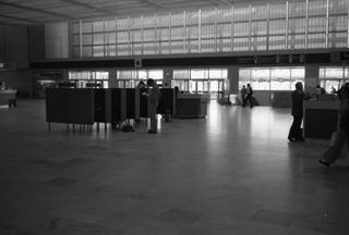 negative: San Francisco International Airport (SFO), Central Terminal lobby