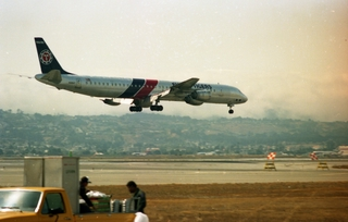 negative: San Francisco International Airport (SFO), Flying Tiger Line Douglas DC-8