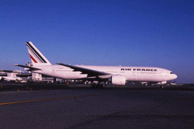 slide: Air France, Boeing 777-200, John F. Kennedy International Airport (JFK)