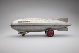 toy airship: Graf Zeppelin