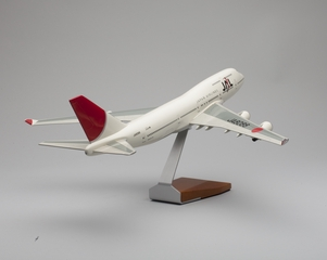 model airplane: JAL (Japan Airlines), Boeing 747-400